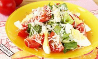 Салат из курицы с томатами