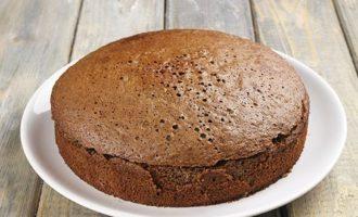 Торт накрывается верхушкой и убирается на несколько часов в прохладное место