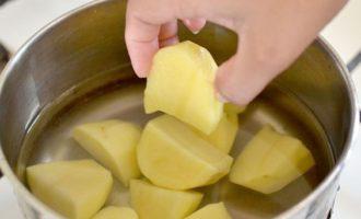Картошку для пюре порезать
