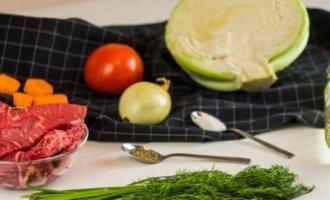 Тушеная капуста: классический рецепт на сковороде