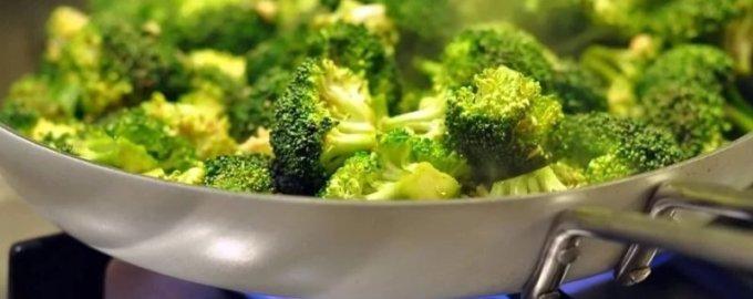 Брокколи: рецепт приготовления на сковороде