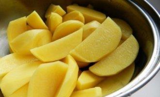 Картофель хорошо промыть