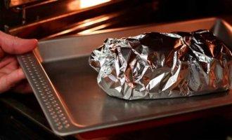 Кладем баклажаны в духовку