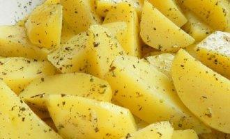 подсушенный картофель смазать