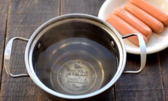 Сколько варить сосиски в кипящей воде